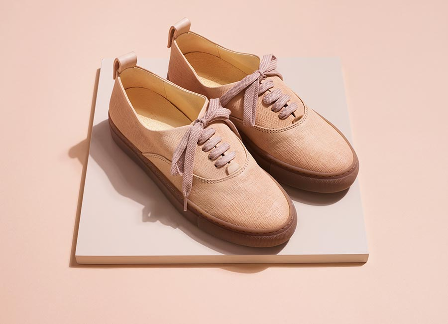 Women's nude leather sneakers for summer.